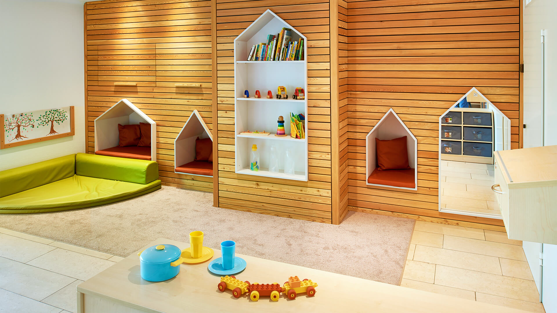 Kreativer Innenraum der Kita in Essen Bredeney - Mit Lese-Ecken für Bilderbücher, Lego Duplo und Spielzeug