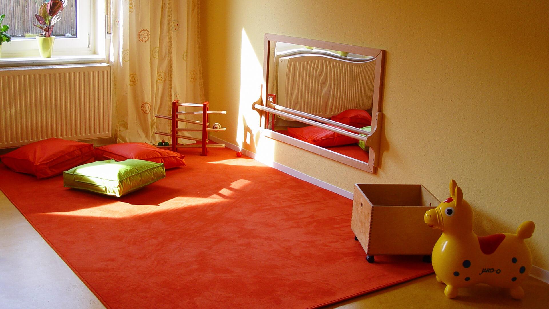 Spielecke der Kita in Langenhagen - Mit Teppich, Sitzkissen und Spielzeug