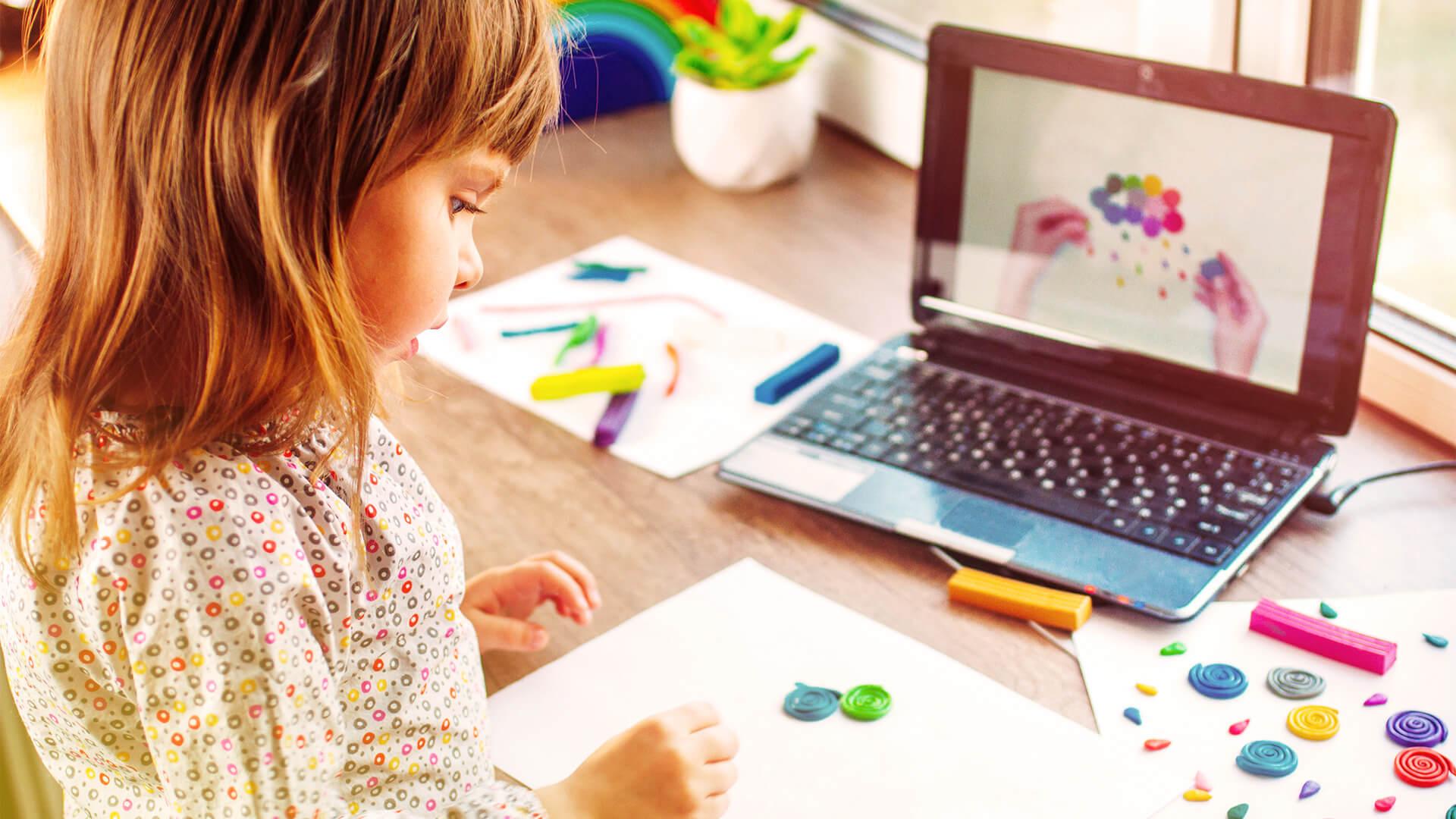 Digitale Ferienprogramme mit interaktivem Basteln über den Laptop